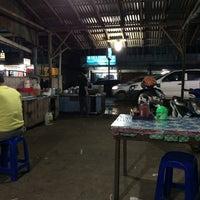 Photo taken at Kwe Tiau/Mie Tiau Ma'Yah Sudarso by Bank N. on 12/1/2015