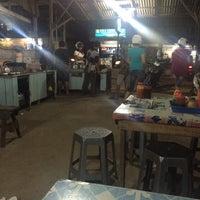 Photo taken at Kwe Tiau/Mie Tiau Ma'Yah Sudarso by Bank N. on 10/19/2016