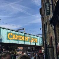 รูปภาพถ่ายที่ Camden Town โดย 'Effie K. เมื่อ 10/13/2018
