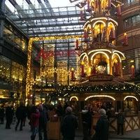 Foto tirada no(a) Potsdamer Platz Arkaden por Moe em 12/16/2013