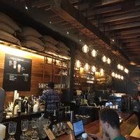 Das Foto wurde bei Starbucks Reserve von Maha am 5/5/2018 aufgenommen