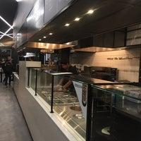 Foto tirada no(a) &pizza por Maha em 4/22/2018