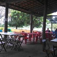 Photo taken at Pesqueiro Três Lagoas by Elton Budu M. on 1/12/2013