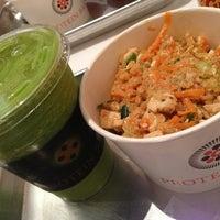 Foto tomada en Protein Bar & Kitchen por . el 1/16/2013