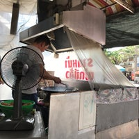 Photo taken at ร้านราดหน้า นายเหลา by Pan V. on 3/18/2018