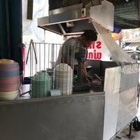 Photo taken at ร้านราดหน้า นายเหลา by Pan V. on 3/8/2018