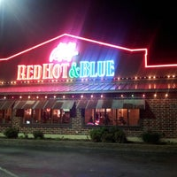 Photo taken at Red Hot & Blue  -  Barbecue, Burgers & Blues by Damaris M. on 5/3/2014