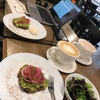 Снимок сделан в Everybody's Coffee пользователем Kelli D. 10/3/2017