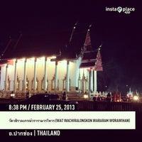 Photo taken at Wat Wachiralongkon Wararam Worawihan by บร๊ะเจ้า โ. on 2/25/2013