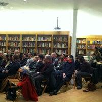 รูปภาพถ่ายที่ Greenlight Bookstore โดย Jessica R. เมื่อ 1/24/2013