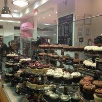 Photo taken at Georgetown Cupcake by Yapheh A. on 1/2/2013