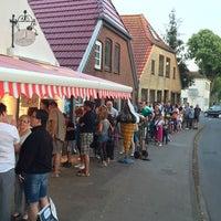 Photo taken at Radden's Eismanufaktur by Helge B. on 8/6/2015