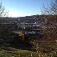 Das Foto wurde bei Bellevue Place von Tong M. am 11/20/2013 aufgenommen