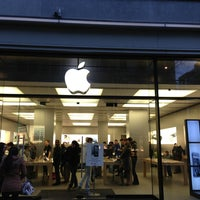 Photo taken at Apple Bahnhofstrasse by Dmitriy V. on 2/20/2013