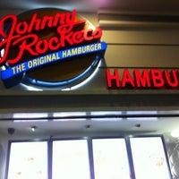 Foto tomada en Johnny Rockets por Robert G. el 9/17/2012