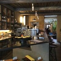 Photo prise au Café Piha par Alexandrine L. le3/18/2017