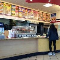 Foto scattata a Lee's Sandwiches da Tsuyoshi N. il 3/29/2013