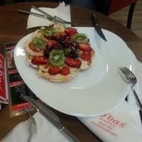 2/28/2013 tarihinde Ayse E.ziyaretçi tarafından Ab'bas Waffle & Cafe'de çekilen fotoğraf