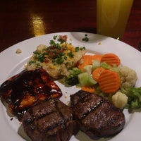 Photo taken at Tony Roma's: Ribs, Seafood & Steaks by Angel B. on 1/22/2013