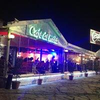 3/31/2013 tarihinde Hamza U.ziyaretçi tarafından Cafe de mola'de çekilen fotoğraf