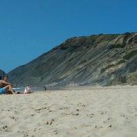 Foto tirada no(a) Praia da Amoreira por Sérgio F. em 8/1/2015