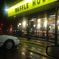 Photo taken at Waffle House by Kenneth G. on 12/23/2013