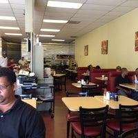 Photo prise au CJ's cafe par Kenneth G. le6/17/2013