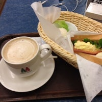 Photo taken at MORIVA COFFEE (モリバコーヒー) 自由が丘店 by hide T. on 1/5/2013