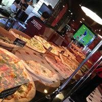 Das Foto wurde bei We, The Pizza von Chris C. am 12/14/2012 aufgenommen