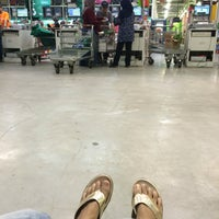 Photo taken at LotteMart Wholesale by LiaWuland . on 7/29/2016