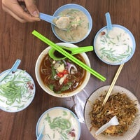 Photo taken at Penang Road Famous Cendol & Ice Kacang (Loh) by Faisal H. on 1/27/2018