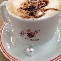 Foto tirada no(a) Café no Bule por Marcelo Barzotto em 10/21/2016