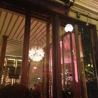 รูปภาพถ่ายที่ The House Café โดย Arsun A. เมื่อ 10/13/2013