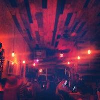 Photo prise au Sayra's Wine Bar par Margarita le6/22/2013