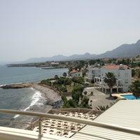 Foto scattata a Vuni Palace Hotel da KLY il 6/9/2013