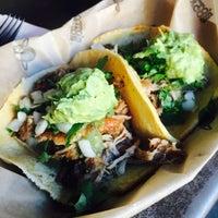 Foto tirada no(a) Otto's Tacos por Lisa J. em 9/3/2017