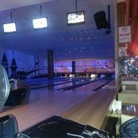 Foto tirada no(a) Shey Bowling & Cafe por veysi s. em 2/14/2013