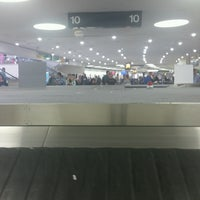 Photo taken at Baggage Claim by RoRi S. on 8/8/2016