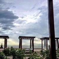 Foto tomada en Plaza Pelicanos Grand Beach Resort por Adrian E. el 1/2/2013