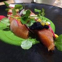 Photo prise au Une Cuisine en Ville par pǝɹɟ  ɔ. le8/27/2014