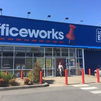 Photo taken at Officeworks by Ozgenre on 1/22/2017