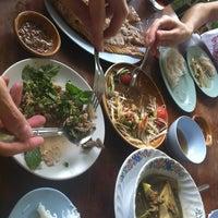Photo taken at ส้มตำท่าเสด็จ by 🐝Nu~Pueng🐝 on 6/10/2013