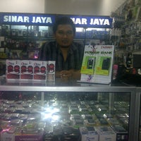 Photo taken at Sinar jaya cellular by azis s. on 10/25/2012