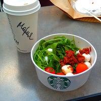Снимок сделан в Starbucks пользователем Maria B. 6/21/2013