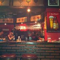 Das Foto wurde bei Posers International Pub & Restaurant von Svetlana am 10/22/2013 aufgenommen