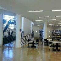 Foto tirada no(a) Biblioteca - PUC Minas por Fernando P. em 4/23/2013