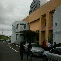 Foto tirada no(a) Biblioteca - PUC Minas por Fernando P. em 3/1/2013