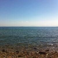 Photo taken at Arka Deniz by Gülnem A. on 9/5/2016