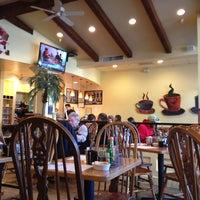 Снимок сделан в Jinky's Cafe Santa Monica пользователем Криска 2/12/2013