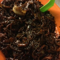 Photo taken at PJ Charcoal Fried Hokkien Mee by Firuz S. on 6/4/2016
